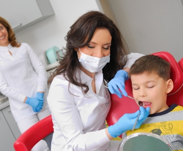 When should children first visit the dentist? And how to prepare them for it?
